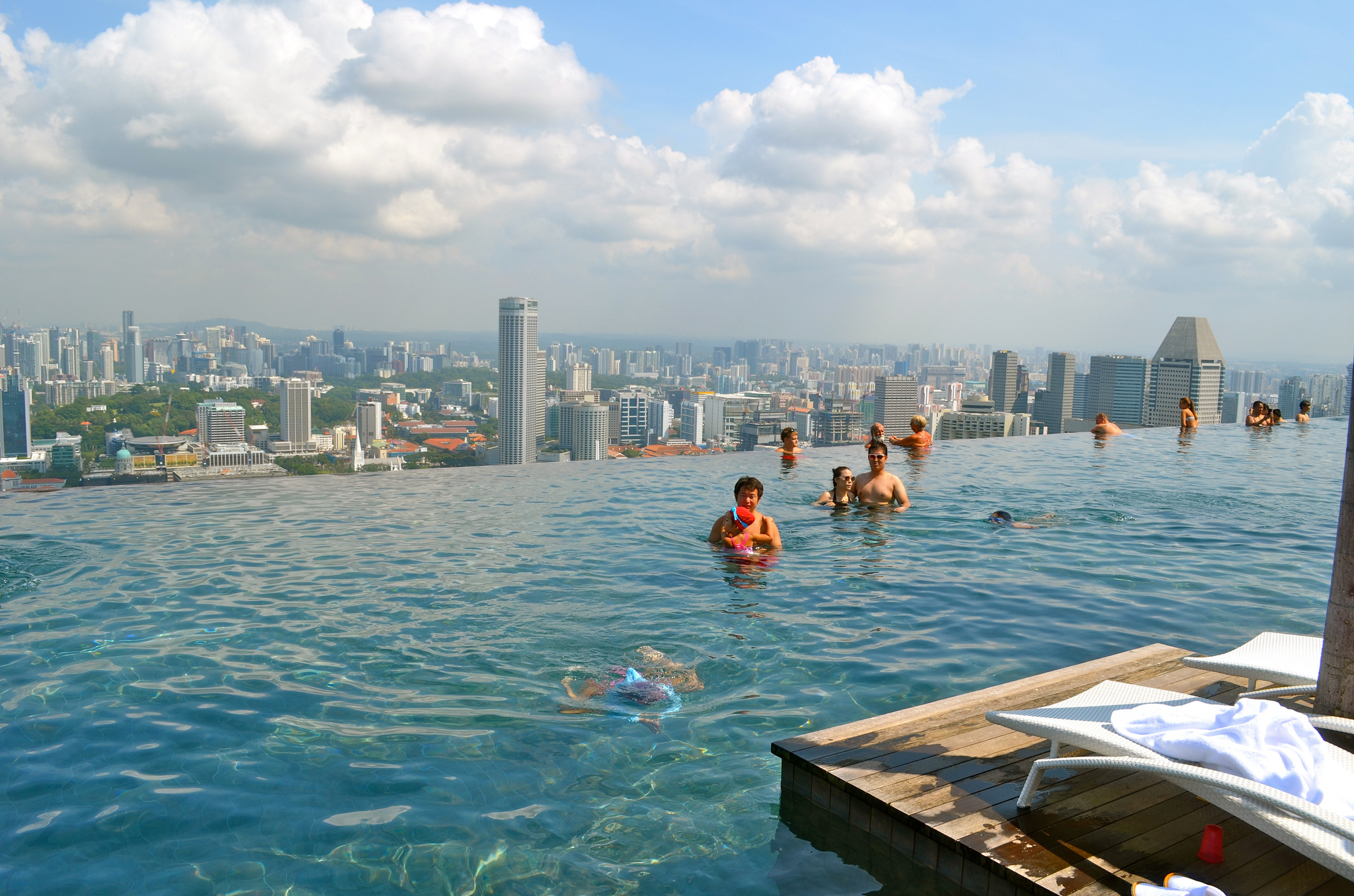 How Infinity Pools Work The Optical Illusion Explained