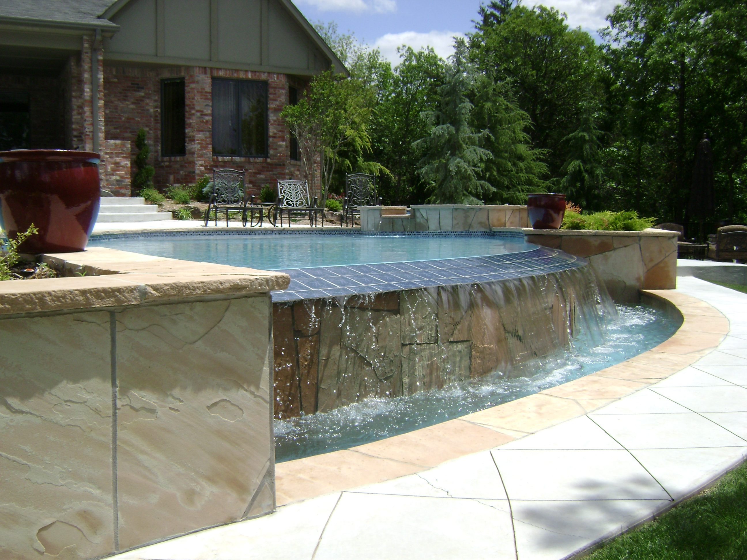 How infinity pools work the optical illusion explained for Pool edges design